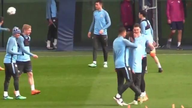 Bernardo Silva em mais um episódio de 'bullying' no Manchester City