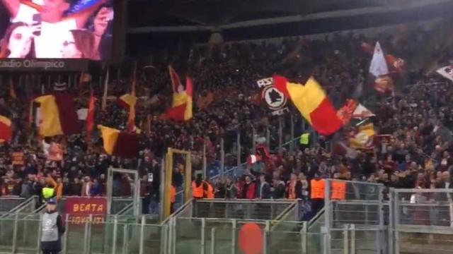 Emoção: Os festejos dos adeptos da Roma depois de 'bater' o Barça