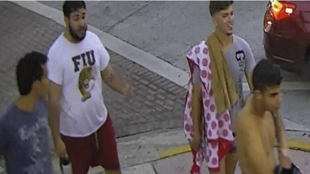 Casal homossexual agredido na rua por quatro homens após parada gay