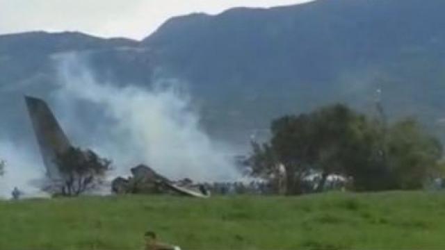 Queda de avião militar na Argélia faz pelo menos 100 mortos