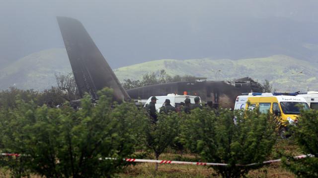 As primeiras imagens da queda de avião que matou pelo menos 257 pessoas