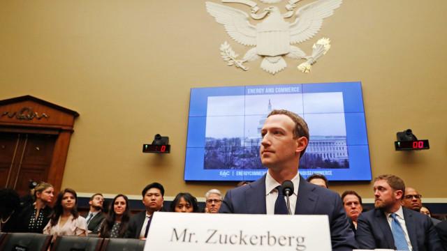 Mark Zuckerberg volta a ser interrogado. Assista em direto ao segundo dia