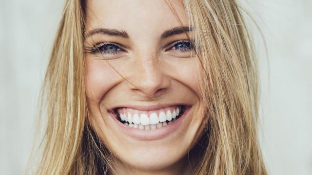 Dentes brancos: Eis como consegui-los