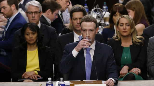 A internet acredita que Zuckerberg é um robot. Eis porquê