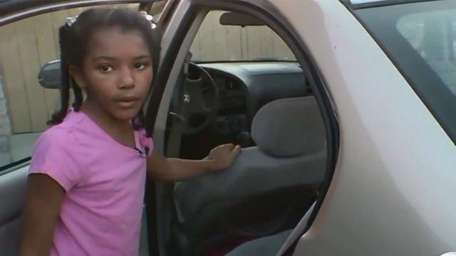 Menina de 8 anos ajuda polícia a prender mulher que a tentava raptar
