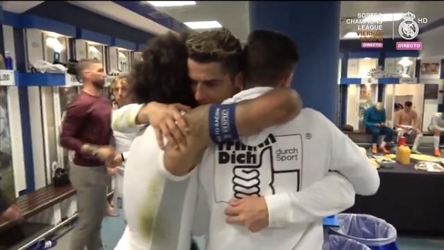 Ronaldo recebido (de novo) como herói no balneário do Real Madrid
