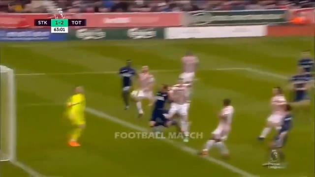 O golo que dá que falar em Inglaterra: Afinal, Kane tocou ou não na bola?