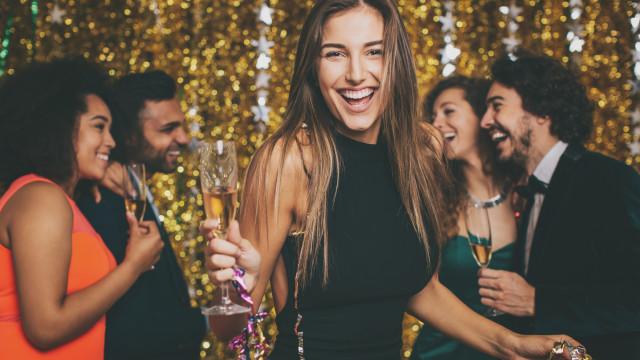 Beber champanhe diariamente pode prevenir demência e Alzheimer