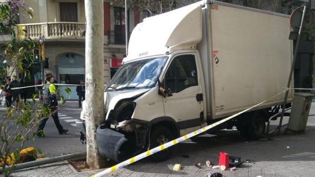 Camião atropela seis pessoas no centro de Barcelona