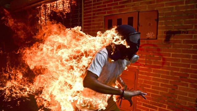 Está escolhida a fotografia vencedora do World Press Photo. É em Caracas