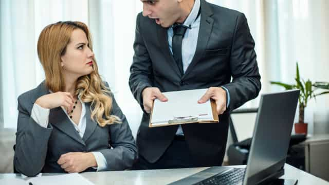 Um terço dos indivíduos acredita ser mais competente do que o chefe