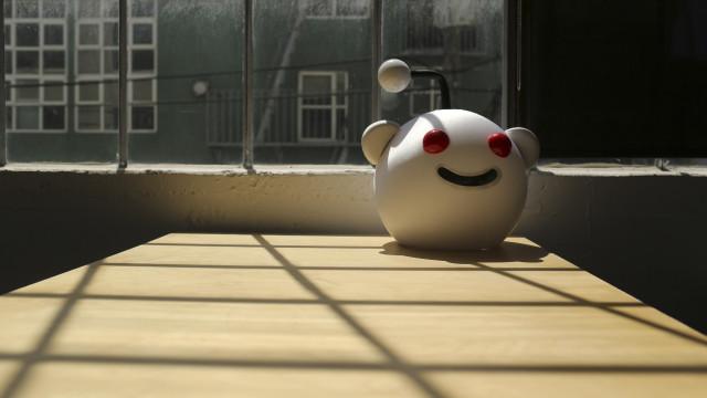 Utilizadores do Reddit protestam contra investimento de chineses