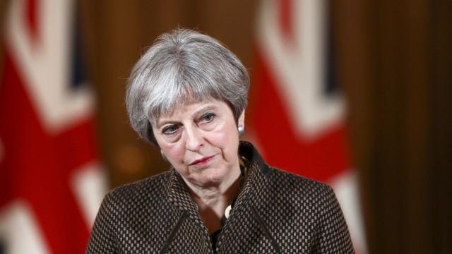 Parlamento britânico vai debater e votar 'plano B' de May a 29 de janeiro