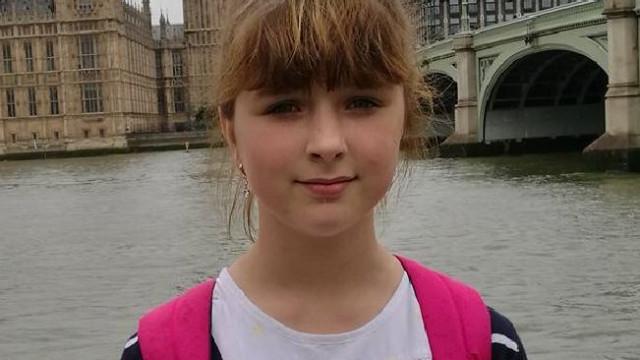 Menina de 14 anos encontrada morta. Há dois adolescentes suspeitos