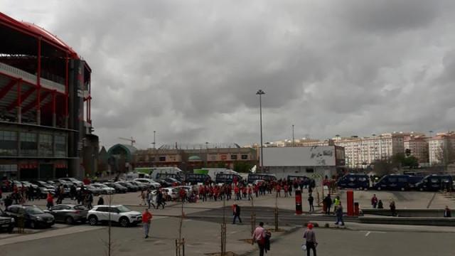 Mãe de adepto morto junto ao Estádio da Luz pede quase 600 mil euros