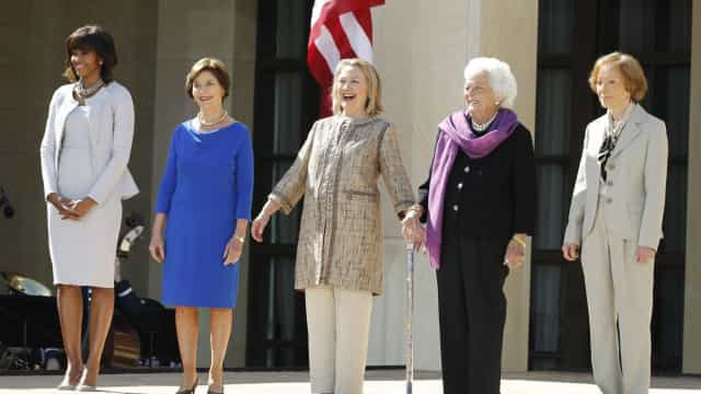 A mensagem de Hillary Clinton para Barbara Bush