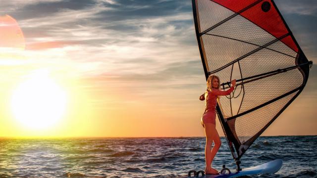Este fim de semana há treino de windsurf no norte do país