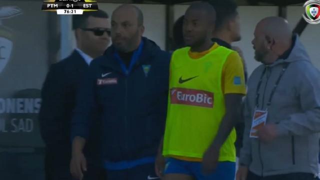 Victor Andrade insultou árbitro e agora só pode jogar na última jornada