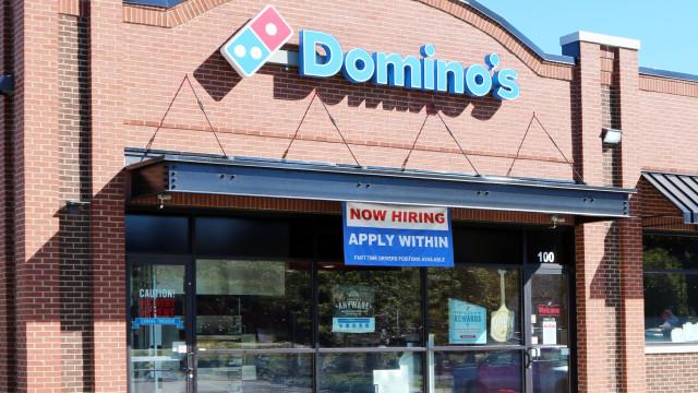 A nova pizza da Domino's é uma ode ao queijo ou um exagero?