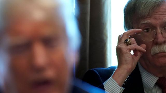 EUA instam militares venezuelanos a juntarem-se a Guaidó
