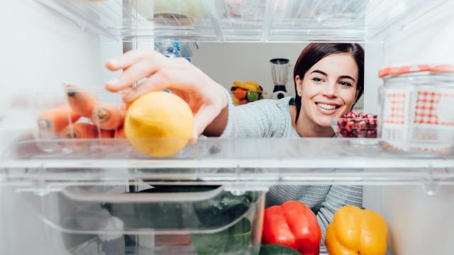 Há alimentos que não devemos colocar no frigorífico (mas todos o fazemos)