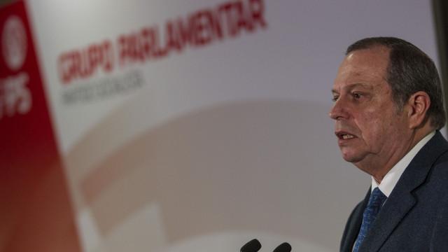 Carlos César reeleito presidente do partido com 96,3% dos votos