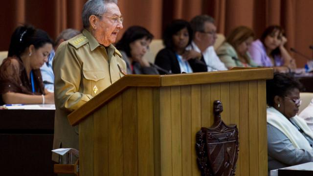 """Raul Castro confia no """"sucesso absoluto"""" do novo Presidente de Cuba"""