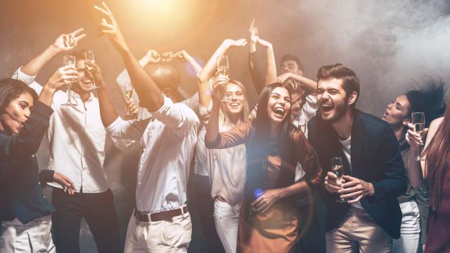 Vida 'louca' sem culpas: Estas são as bebidas alcóolicas menos calóricas