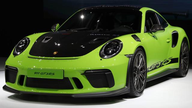 Porsche 911 GT3 RS 'voa' em Nurburgring e 'envergonha' 918 Spyder