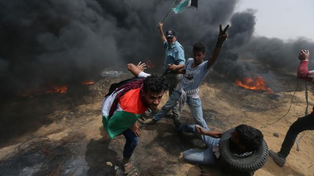 Sobe para quatro número de palestinianos mortos em protesto em Gaza