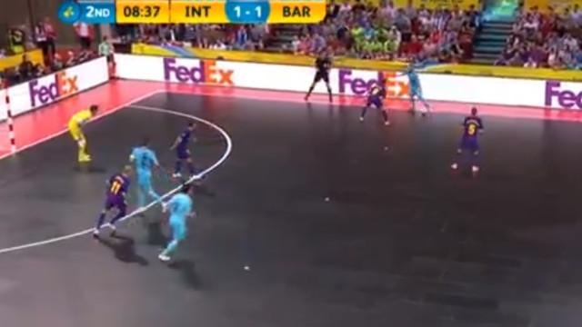 Ricardinho 'hipnotizou' 4 jogadores do Barça no golo da vitória do Inter