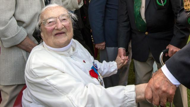 """Morreu Agnès, """"o anjo branco"""" que enganou nazis para salvar soldados"""