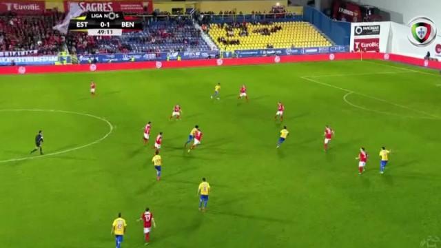 Allano marcou, viu cartão amarelo mas o VAR acabou por anular o golo
