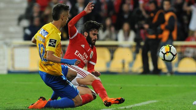 O Penta ia escorregando... mas o Benfica mantém-se firme na luta