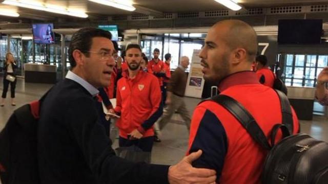 Adeptos do Sevilha confrontam jogadores depois da goleada sofrida na Taça