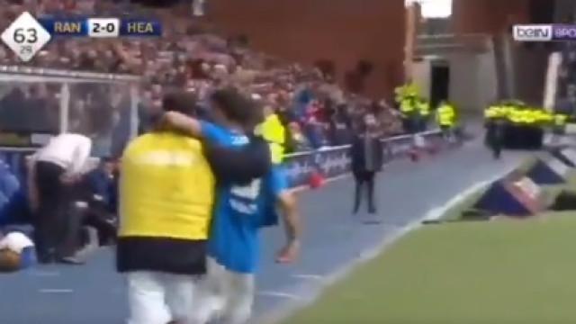 Candeias marca frente ao Hearts e celebra (com colega) 'contra' treinador