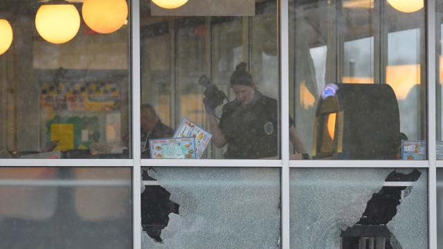 Ataque a casa de waffles não foi mais mortífero graças a cliente corajoso