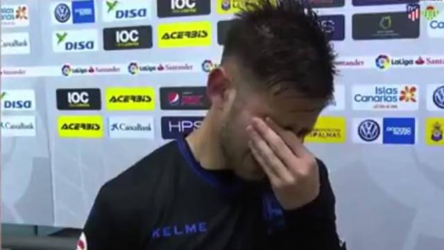 Jogador do Alavés marca e desata a chorar na flash interview