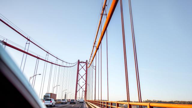 Ponte 25 de Abril: Trânsito normalizado após choque que fez dois feridos