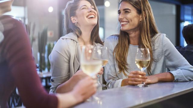 Mulheres que bebem álcool sofrem mais com Tensão Pré Menstrual