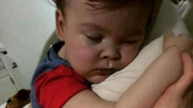 Justiça britânica rejeita novo recurso de pais do pequeno Alfie