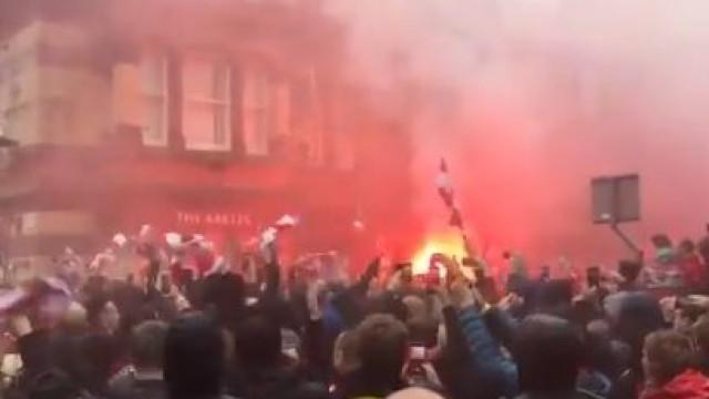 O impressionante ambiente antes do Liverpool-AS Roma