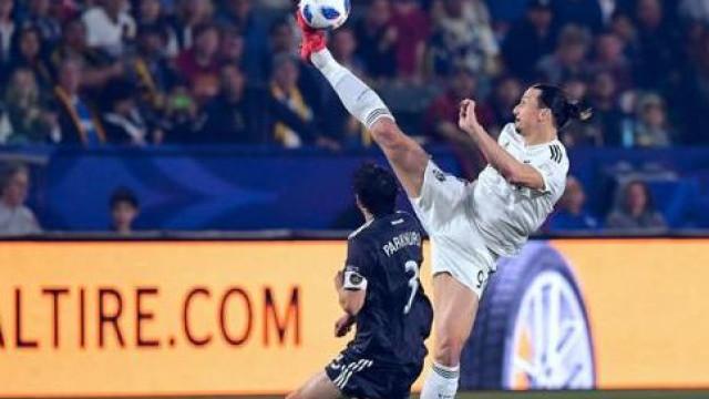 "Pogba pica Zlatan: ""Pensas que és o único que levanta a perna tão alto?"""