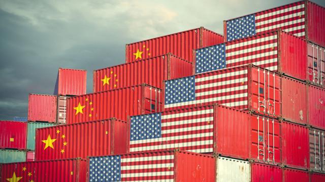 Estados Unidos e China voltam a negociar questões comerciais por telefone