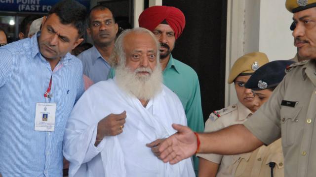 Guru espiritual indiano condenado por violação de adolescente