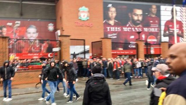 Adepto em estado crítico após onda de violência no Liverpool-Roma