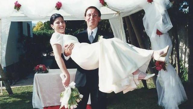 Júlio Isidro celebra aniversário de casamento com foto rara