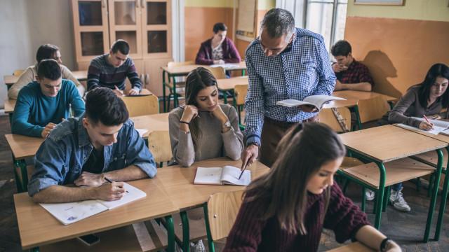 Portugal reduz a taxa de abandono escolar e aumenta a de licenciados