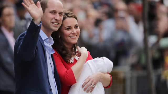 """Príncipe William fala sobre o bebé: """"Está muito bem"""""""