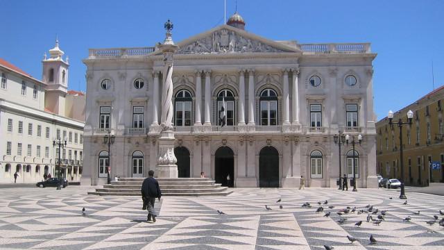 Populares protestaram na Assembleia Municipal de Lisboa contra despejos